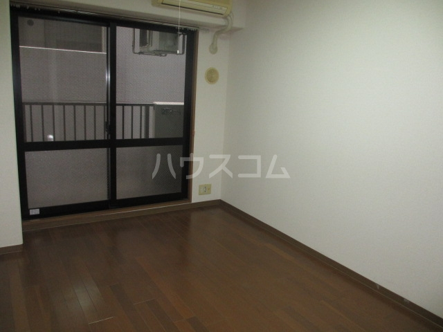 アーバン武蔵小金井 601号室のリビング