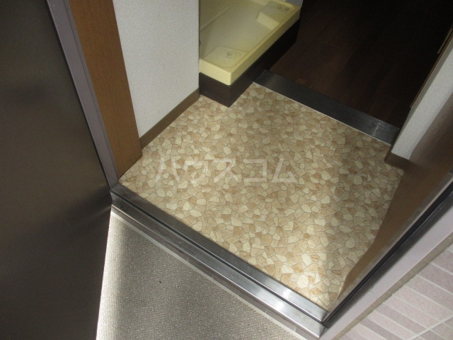 アーバン武蔵小金井 601号室の玄関