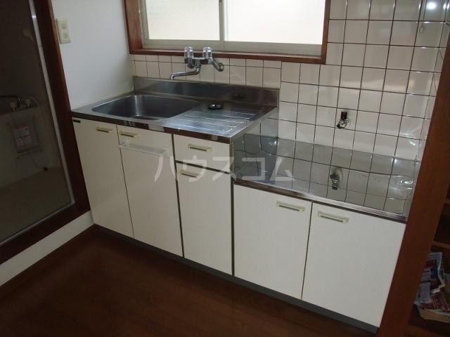 ロイヤルコーポ 101号室のキッチン