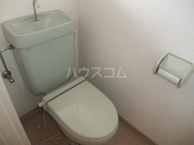ロイヤルコーポ 101号室のトイレ
