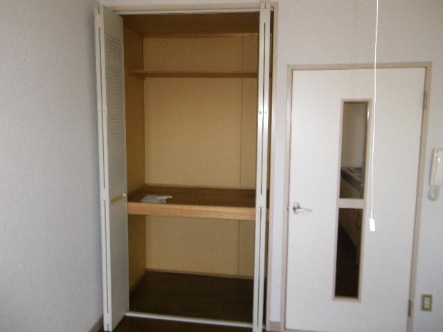 アーバニーハイム柴崎 208号室の収納