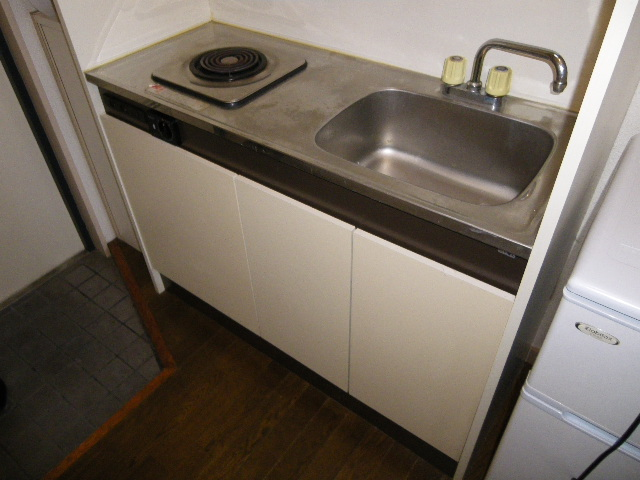 アーバニーハイム柴崎 208号室のキッチン