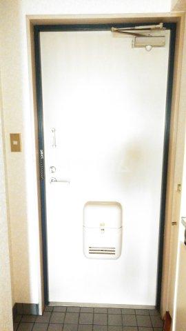 アーバニーハイム柴崎 208号室の玄関