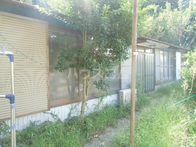 汐入町3-54貸家の庭