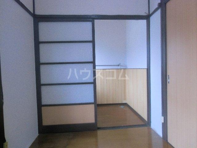 石田荘 201号室の居室