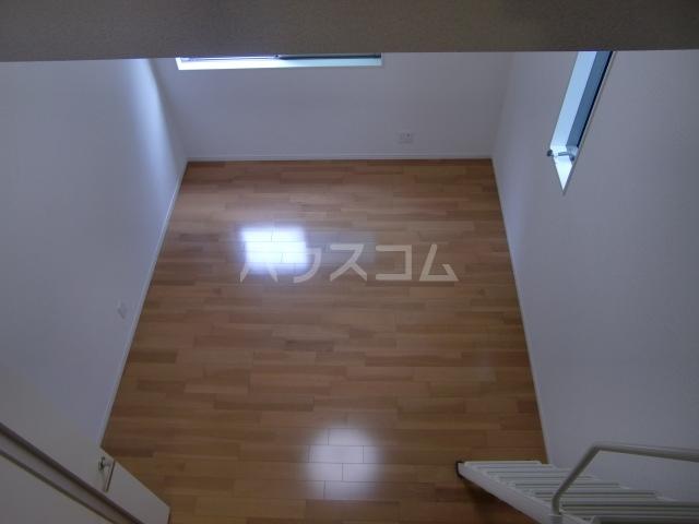 グランマリナー横須賀田浦 204号室のリビング