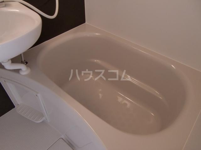 グランマリナー横須賀田浦 204号室の風呂