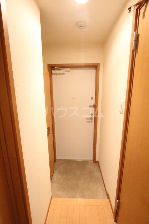 ベルコリーヌ 202号室の玄関