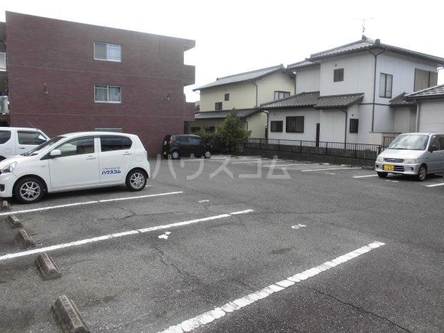 サクセス桜井 103号室の駐車場