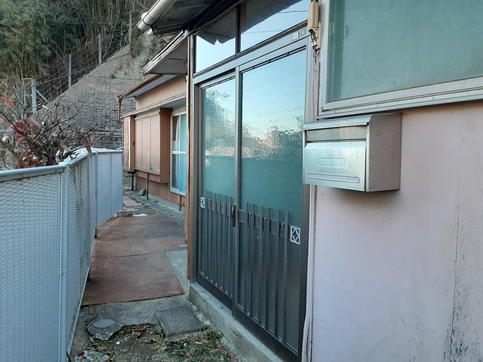 根倉アパート 102号室の玄関