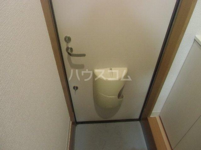 マリンハイツ 104号室の玄関