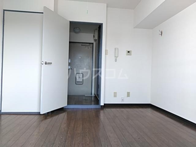 スカイコート中央林間 302号室のリビング