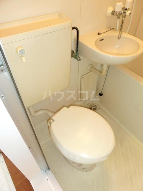 グラットシェル 103号室のトイレ