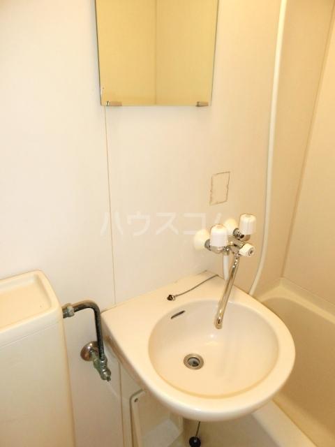 グラットシェル 103号室の洗面所