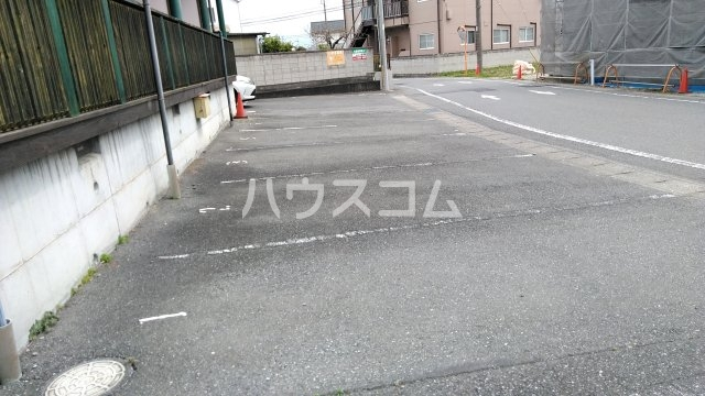 コンフォート高崎 102号室の駐車場