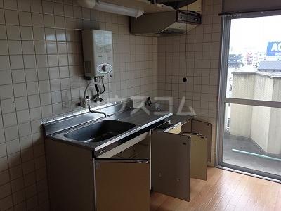 レジデンス福裕 302号室のキッチン