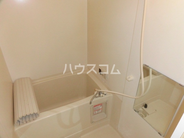 サープラスYAMADA A102号室の風呂