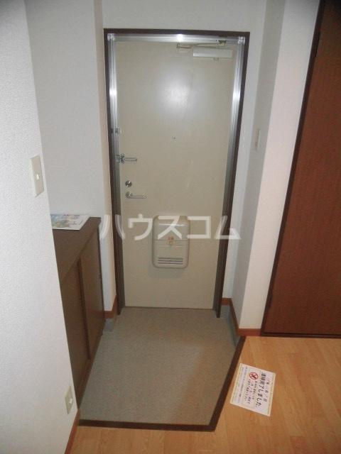 サープラスYAMADA A102号室の玄関