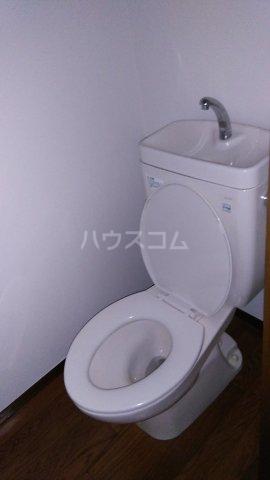 ヒルトップテラス三春台 201号室のトイレ