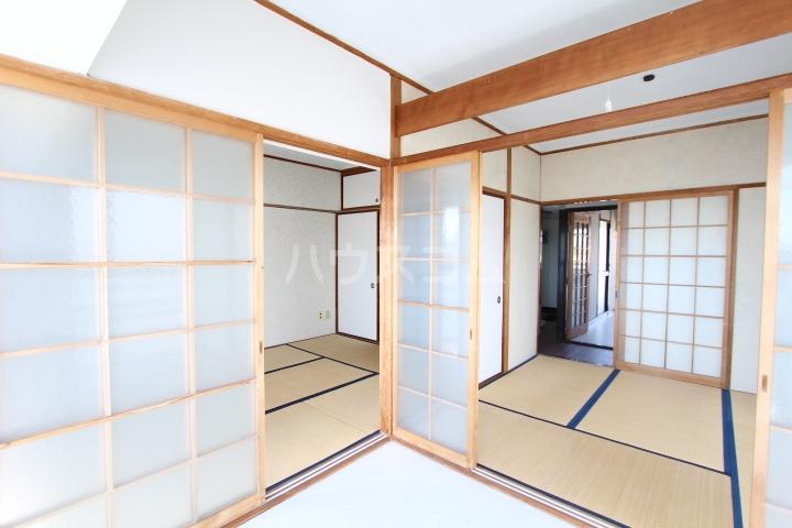 松井ビル 601号室のリビング