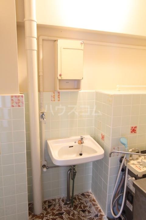 松井ビル 601号室の洗面所