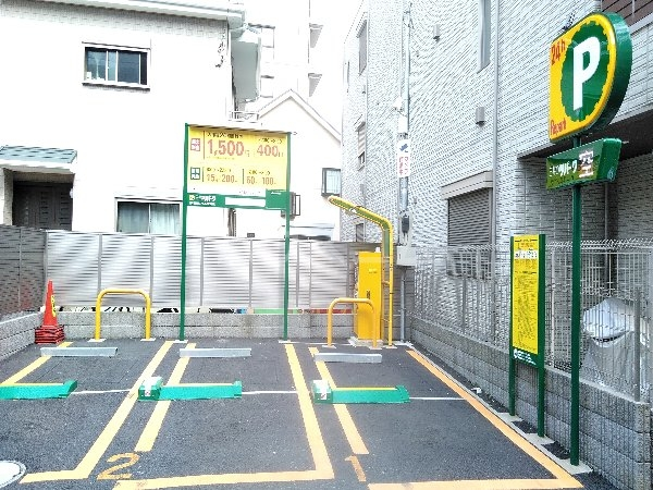 アクアハイム 103号室の駐車場