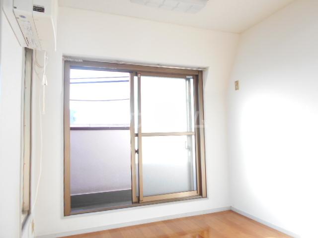 メゾンG 402号室の居室