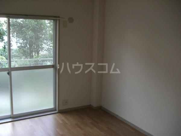 ぴゅあレジデンス 106号室のリビング