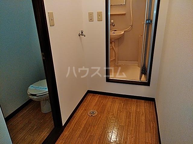 ラフォーレ松原 202号室の玄関
