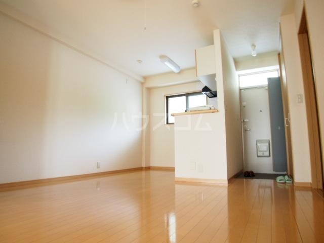 ガーデンハマ 567 106号室のリビング