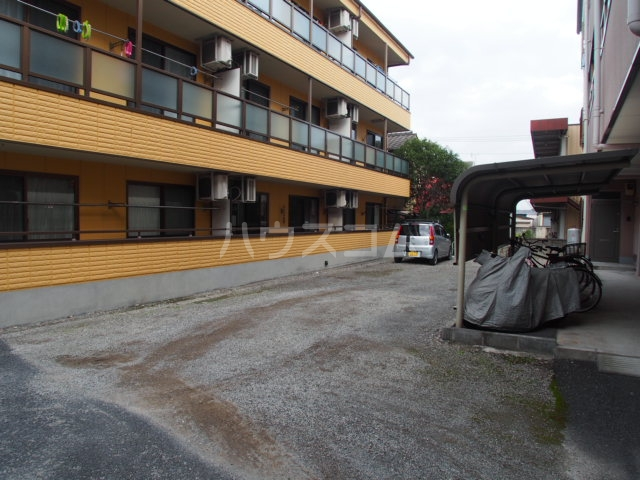 ガーデンハマ 567 106号室の駐車場