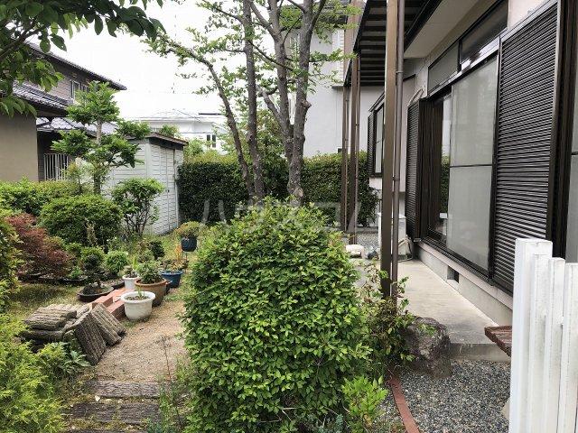 豊田市 五ケ丘貸家の庭