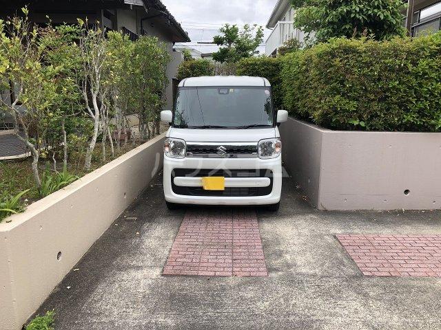 豊田市 五ケ丘貸家の駐車場
