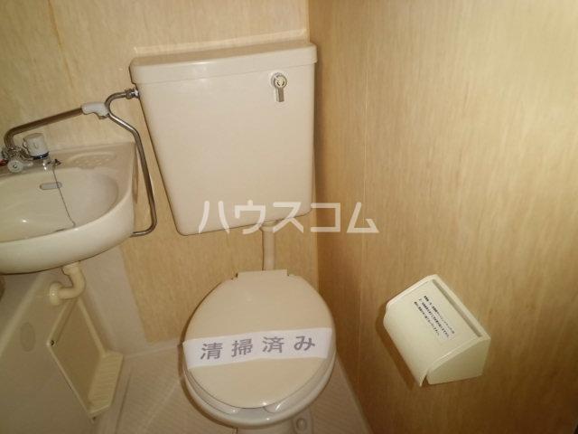 神明マンション 307号室のトイレ