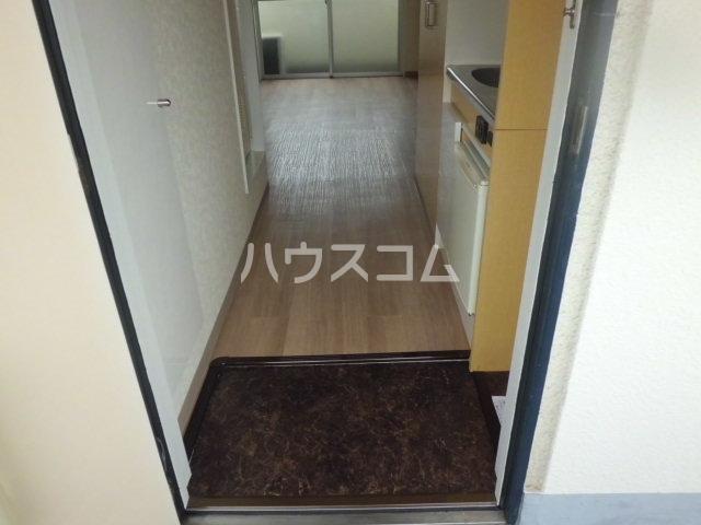 神明マンション 307号室の玄関
