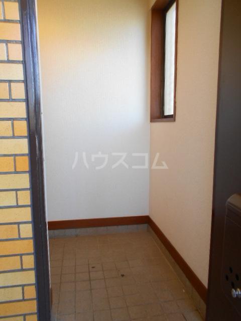 ハイツサングリーン 303号室の玄関