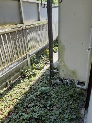 レジデンス西柴 102号室の玄関