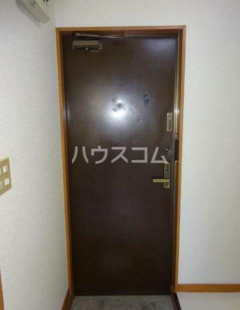 レジデンス西柴 204号室の玄関