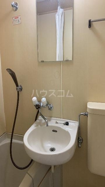 レジデンス紅 101号室の洗面所