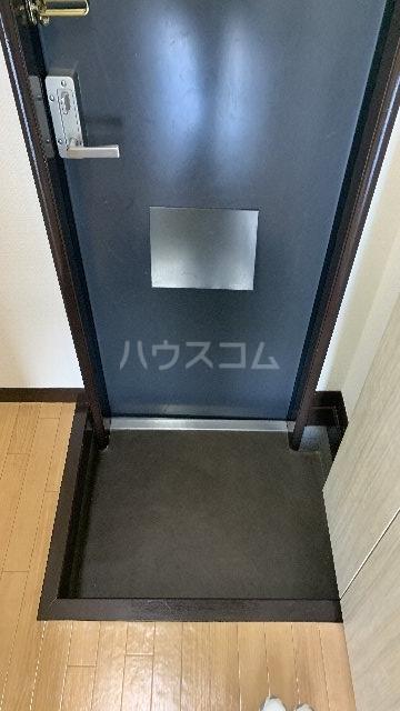 レジデンス紅 101号室の玄関