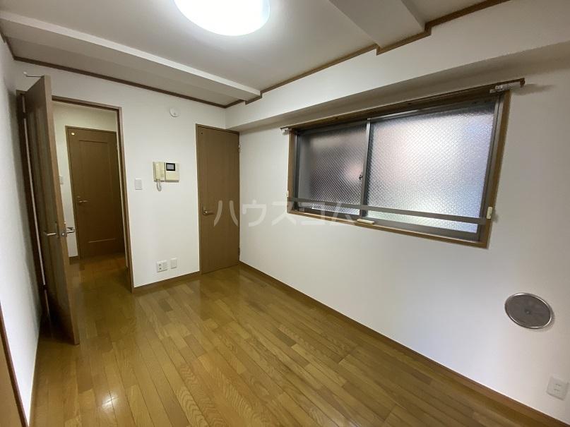 サンコート高砂 103号室のリビング