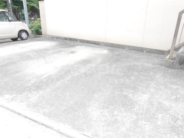 やなぎパークマンション 2A号室の駐車場