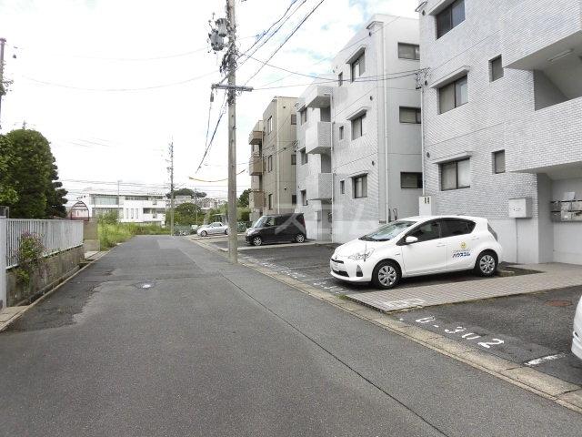 箕ノ手ハイツB棟 302号室の駐車場