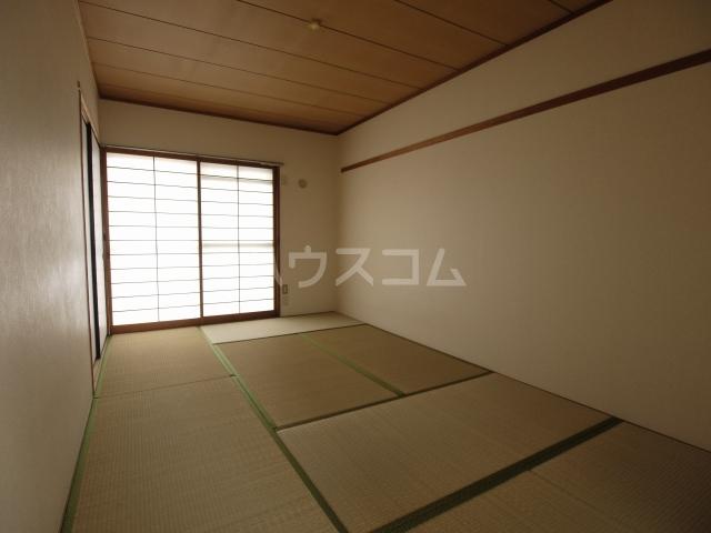 箕ノ手ハイツB棟 302号室の居室