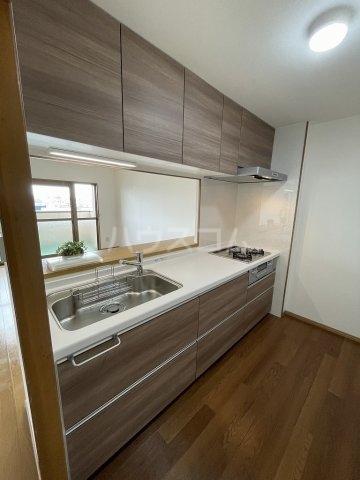 ガーデンヒルズ光 503号室のキッチン