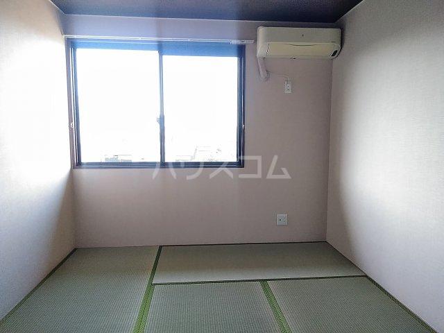 スリーオーハイツ 201号室の居室