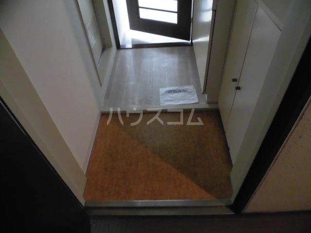 レジデンスキリン 215号室の玄関