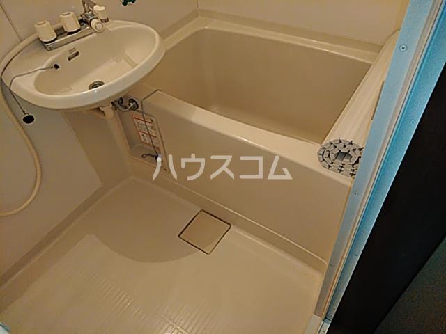 フィオレ 204号室の洗面所