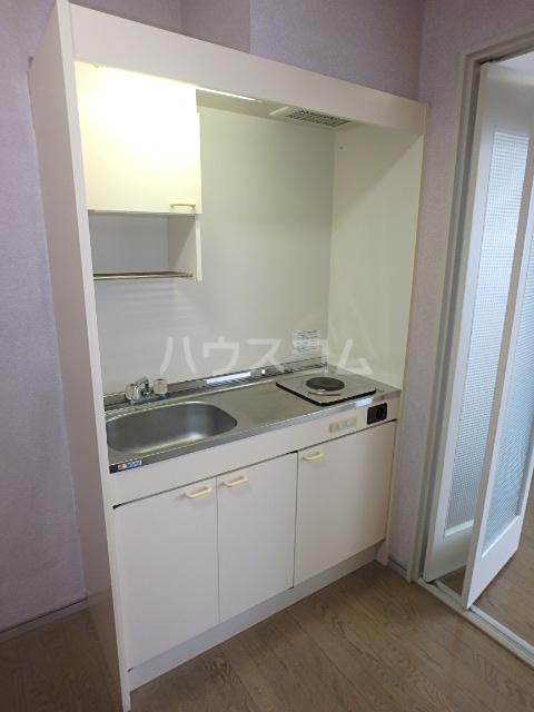 DAIMAN HOUSE 七宝 205号室のキッチン