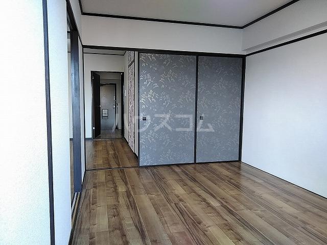 サニーハイツKITO 502号室のリビング